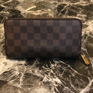Authentic Louis Vuitton Damier Ebene Zippy Wallet